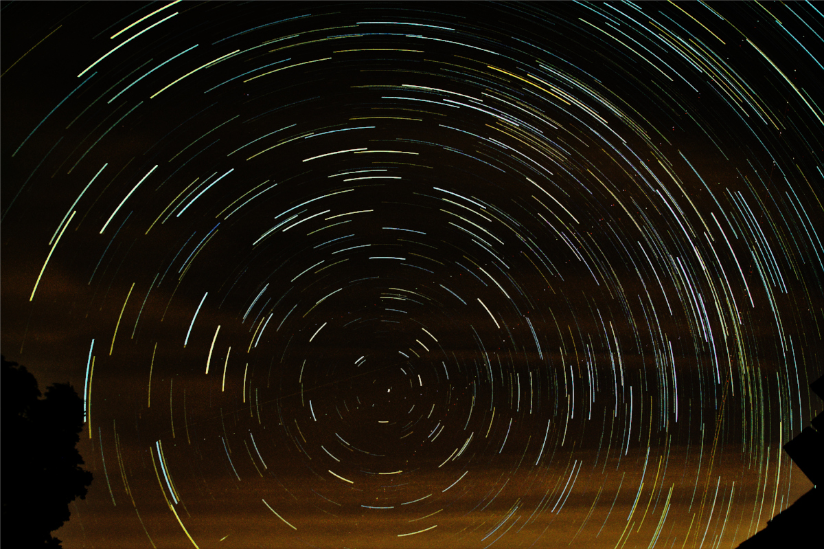 The final star trail image with the gaussian blurred sky glow subtracted