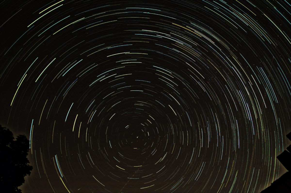 The star trail when sky glow has been subtracted from each individual frame before merging